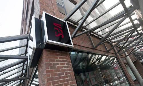 请问温哥华电影学院好进吗?