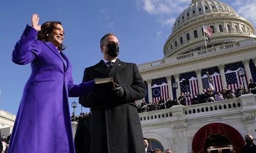 帮拜登上《时代》封面!替副总统设计战袍!萨凡纳凭什么火速出圈?