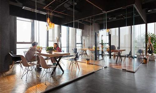 近现代的空间设计中,如何实现简约风格?