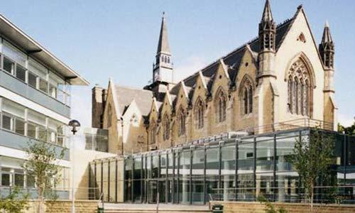英国留学时尚管理专业就业前景如何?