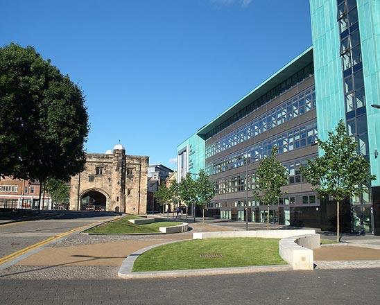 德蒙福特大学
